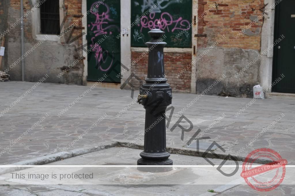 Fontana di Calle de l'Avogaria
