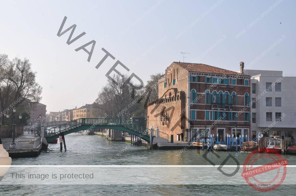 Di I Santa Tra Venezia Sestieri Novo Croce Dorsoduro Rio Conoscere E BfwIqOZB